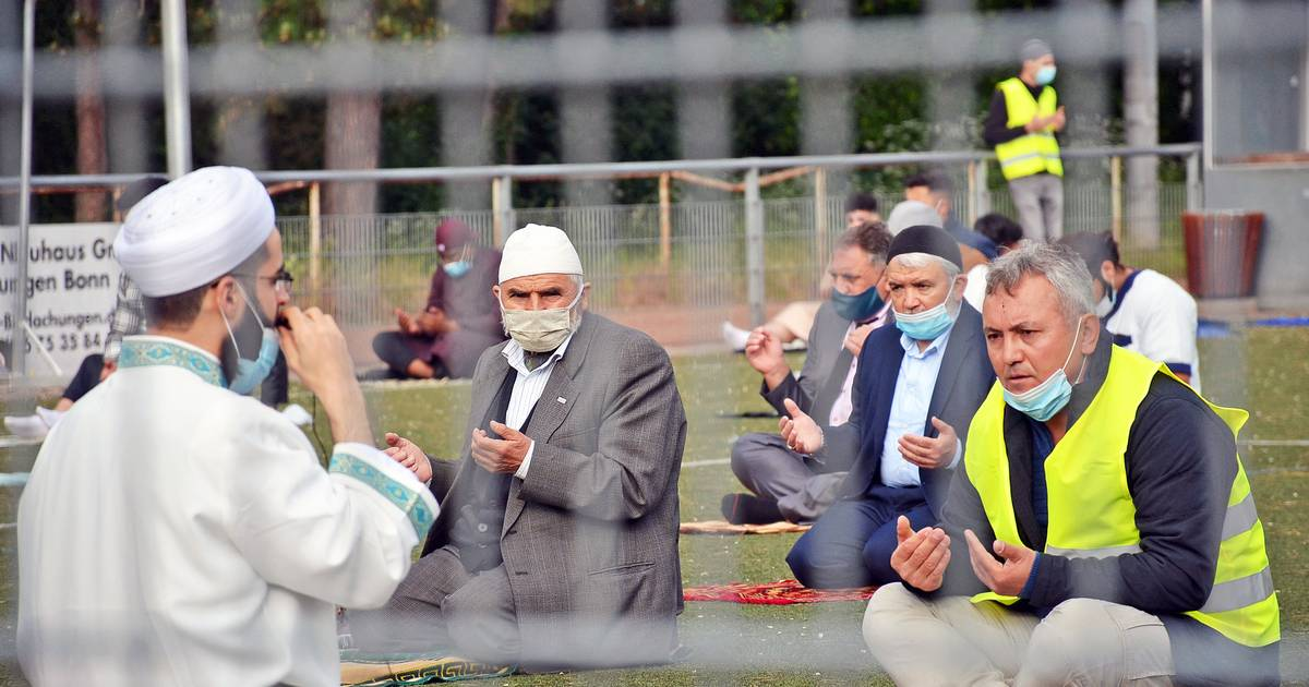-GA-Beginn-des-Ramadan-Muslime-in-Bonn-begehen-Fastenbrechen-auf-Distanz