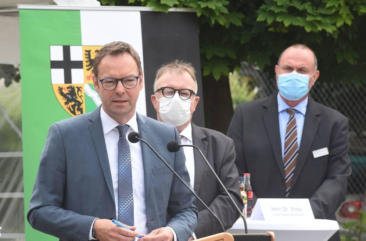 Staatssekretär lobt Corona-Einsatz: Infektionszahlen im Kreis Ahrweiler sinken