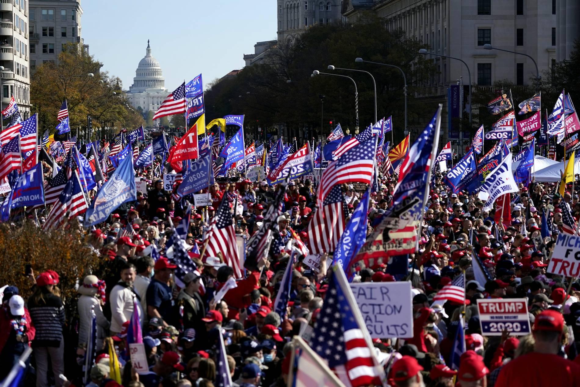 Proteste in Washington: Tausende Trump-Anhänger protestieren gegen angeblichen Wahlbetrug