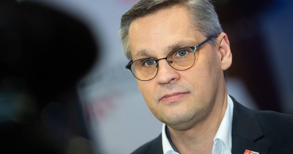 VW recalls tens of thousands of VW...